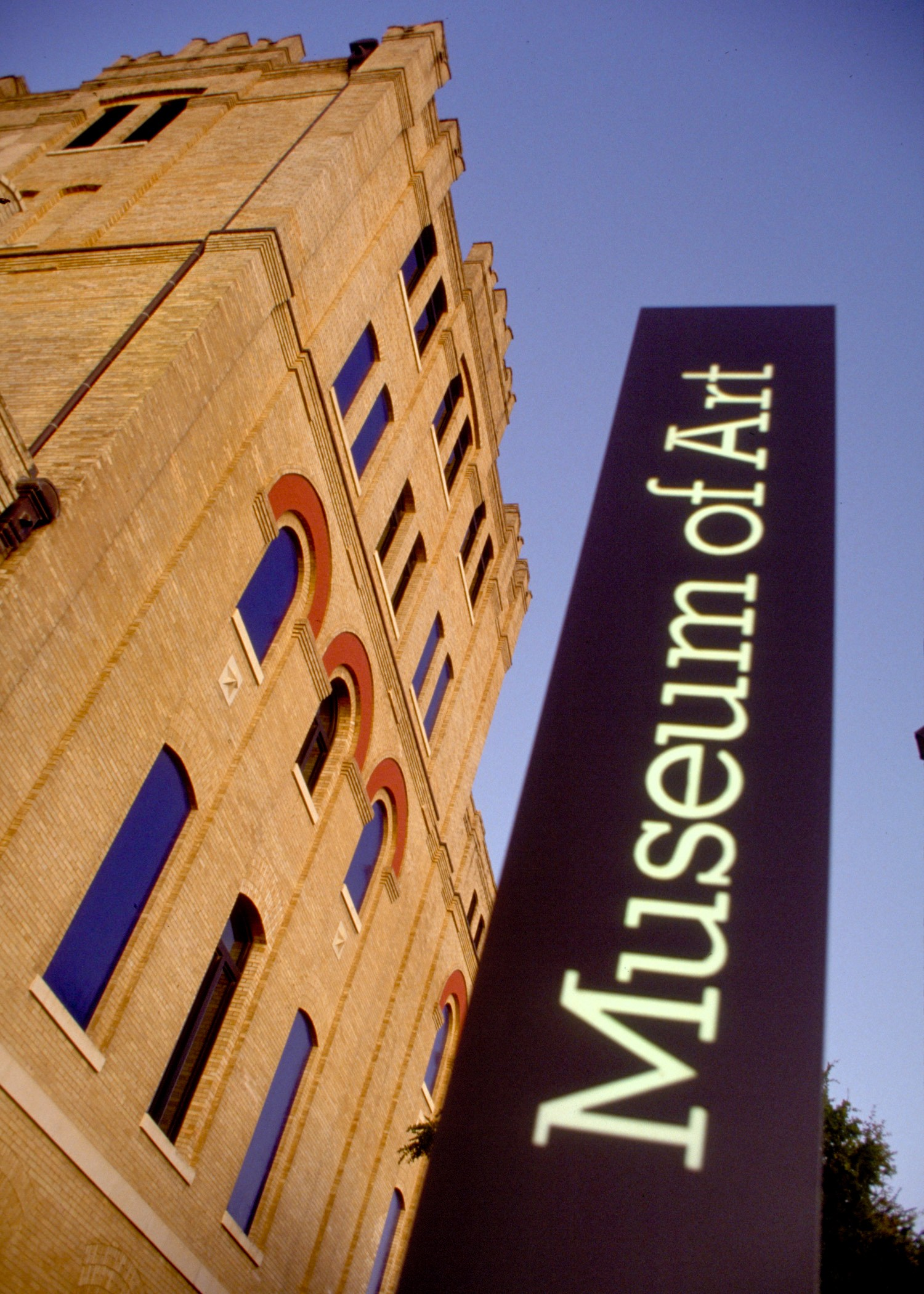 San-Antonio-Museum-of-Art-Sign_Tags_Museum_Art