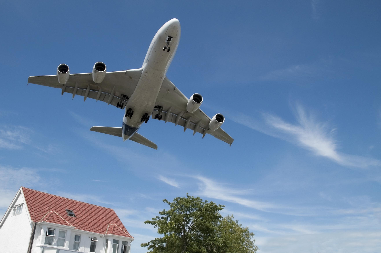 jet aircraft landing